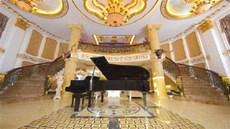 Toàn cảnh căn biệt thự dát vàng rộng 600 m2 của Lý Nhã Kỳ
