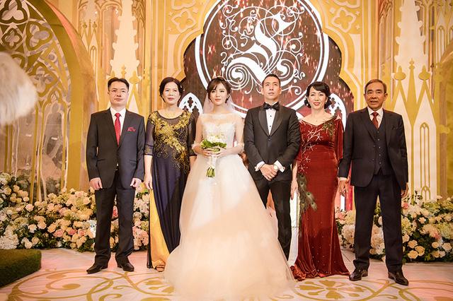 Gia đình chú rể và cô dâu