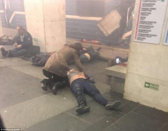 Nga: Nổ kinh hoàng tại ga tàu điện ngầm, ít nhất 10 người thiệt mạng - Ảnh 4.