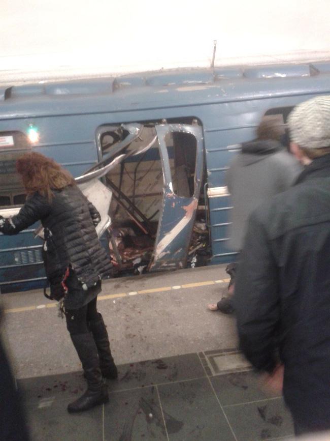 Nga: Nổ kinh hoàng tại ga tàu điện ngầm, ít nhất 10 người thiệt mạng - Ảnh 3.