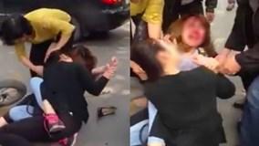 Sau va chạm giao thông, hai cô gái trẻ lao vào đánh nhau giữa phố Hà Nội