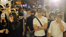 Hàng nghìn bạn trẻ đăng ký hẹn hò giấu mặt vào Valentine đen