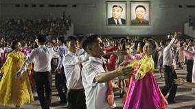 """Triều Tiên: """"Ngày của mặt trời"""" khép lại với màn khiêu vũ tập thể ấn tượng"""