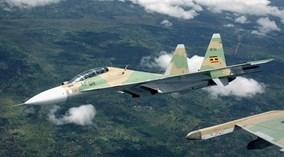 """""""Hổ mang chúa"""" Su-30MK2 luyện tập nhào lộn cực thấp"""