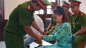 Chủ mưu thuê người tạt axít vào nữ sinh ở Sài Gòn phản cung