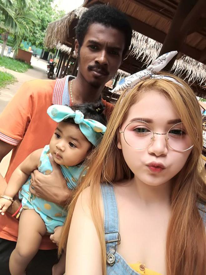 Chang trai den nhem van cuoi duoc vo xinh nhu hot girl hinh anh 1