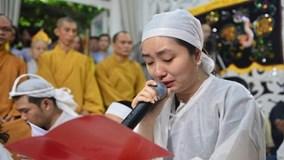 Dòng người đưa tiễn nghệ sĩ Thanh Sang trong mưa