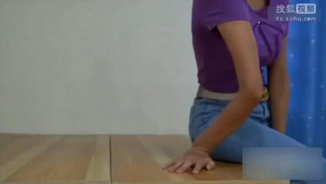Cô gái người bún xinh đẹp có khả năng xoắn tay tới 2 vòng - Ảnh 3.