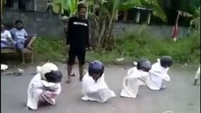 Phì cười với những trò chơi tuổi thơ tinh quái của trẻ em trên toàn cầu