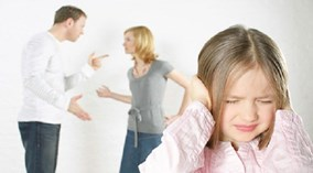 Vì sao bố mẹ không nên cãi nhau trước mặt trẻ?