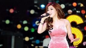 Hương Tràm lần đầu hát 'Duyên phận' cực ngọt khiến khán giả Hà Nội bất ngờ