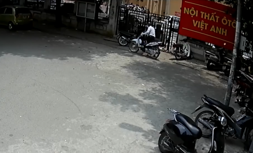 clip: xe may lap smartkey van bi trom be khoa trong tich tac hinh anh 2