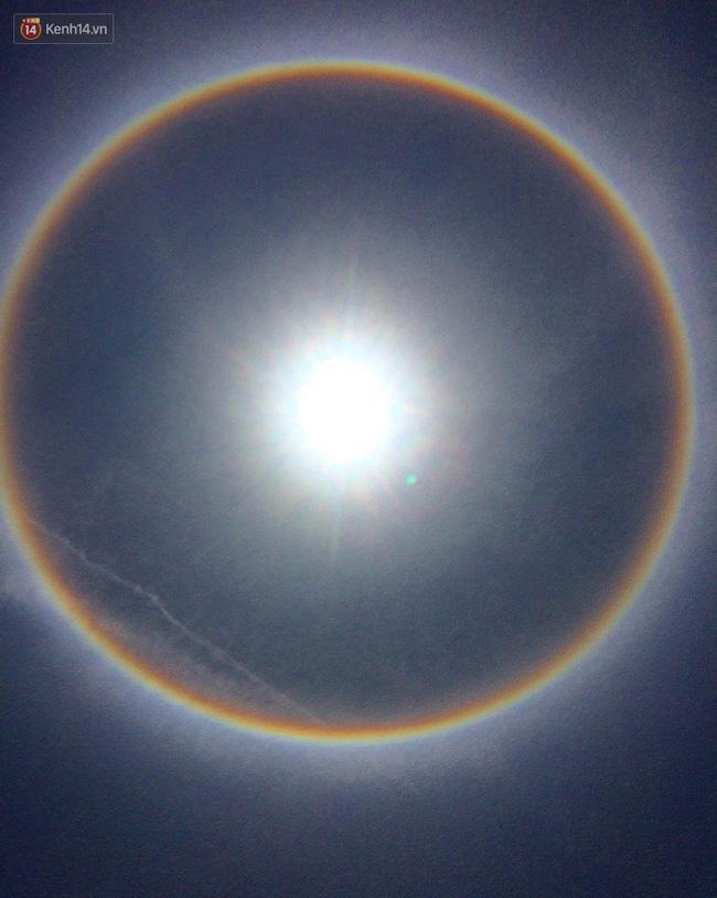 Mặt trời với vòng hào quang kỳ lạ xuất hiện ở Huế khiến người dân xôn xao - Ảnh 7.