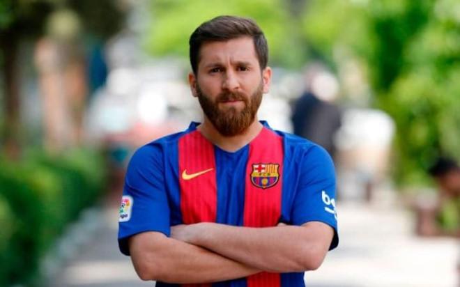 Chang trai bi dua den don canh sat vi qua giong Messi hinh anh 5