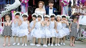 """Phát sốt với clip cô dâu xinh đẹp múa cùng các """"thiên thần"""" trong đám cưới"""