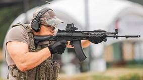 """Vì sao Lầu Năm Góc muốn có súng Kalashnikov """"made in USA""""?"""
