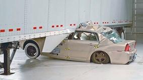Công nghệ giảm thiểu thương vong khi ôtô chui gầm xe tải