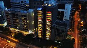 Người Singapore mua siêu xe qua máy bán hàng tự động