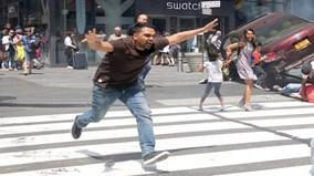 Hiện trường vụ xe điên đâm vào Quảng trường Thời đại ở Mỹ, một người chết