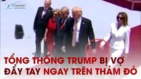 Tổng thống Trump bị vợ đẩy tay ngay trên thảm đỏ