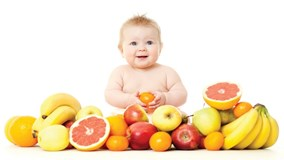 Không nên cho trẻ dưới 1 tuổi uống nước ép trái cây