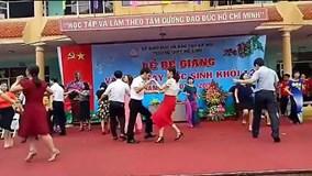 Hà Nội: Thầy cô tưng bừng nhảy chachacha, học trò reo hò thích thú
