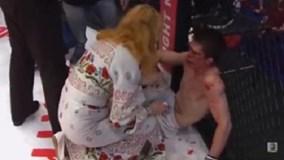 Võ sĩ MMA bị mẹ cho ăn tát vì… thua trận