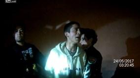 Trộm gào khóc, 'đòi mẹ' khi bị cảnh sát còng tay bắt giữ