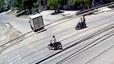 Người phụ nữ lò dò sang đường bị thanh niên đi Yamaha Exciter đâm ngã
