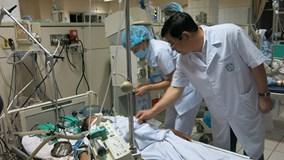Sự cố chạy thận ở Hòa Bình: 7 người chết, chuyển 100 bệnh nhân xuống Hà Nội