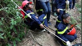 Trẻ bật khóc khi vượt qua trải nghiệm sinh tồn trong rừng rậm