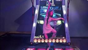 'Thánh ăn công sở' trổ tài chơi game siêu đỉnh