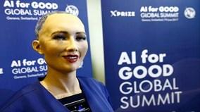 Robot tuyên bố có thể làm Tổng thống tốt hơn ông Donald Trump