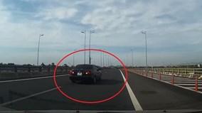 Toyota Altis chạy lùi trên cao tốc Hà Nội - Ninh Bình