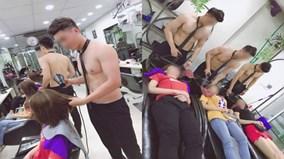 Dàn nhân viên 6 múi ở tiệm cắt tóc tại Hà Nội lên báo nước ngoài