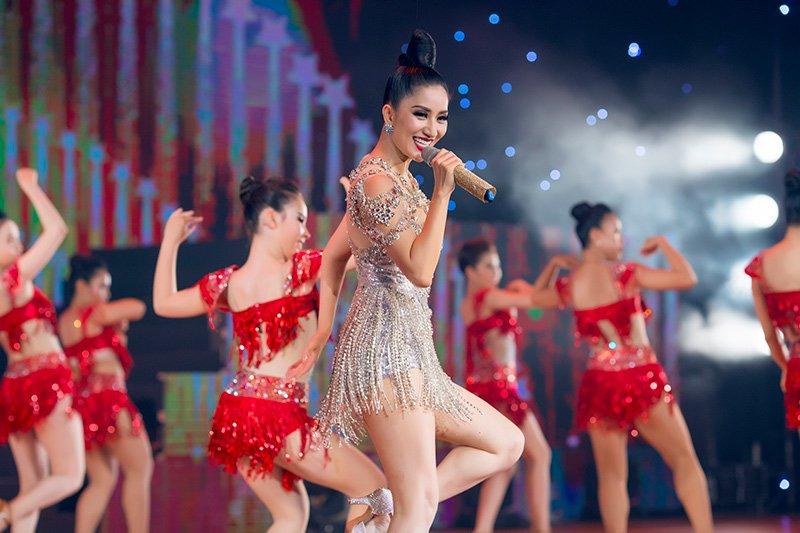 Chí Anh, Khánh Thi, Phan Hiển, sao việt