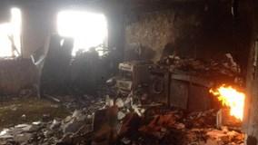 Hình ảnh hoang tàn bên trong tòa nhà bị cháy ở London, Anh