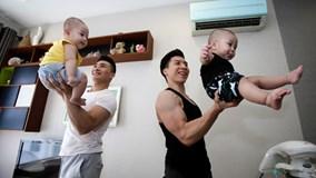 Quốc Cơ, Quốc Nghiệp tập xiếc cho con trai từ 2 tháng tuổi