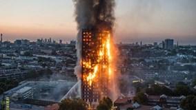 Thủ tướng Anh bị người dân truy đuổi trên phố sau vụ cháy London