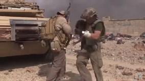 Đặc nhiệm Mỹ lao giữa làn đạn IS cứu bé gái Syria