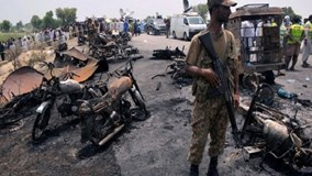 Xe chở dầu Pakistan gặp nạn, gần 150 người chết cháy
