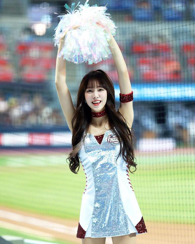 Co gai xinh dep duoc menh danh 'Seolhyun cua gioi cheerleader' hinh anh 2