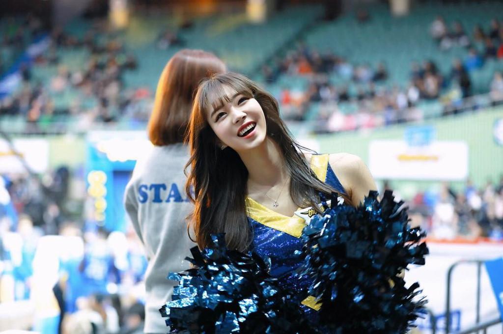 Co gai xinh dep duoc menh danh 'Seolhyun cua gioi cheerleader' hinh anh 11