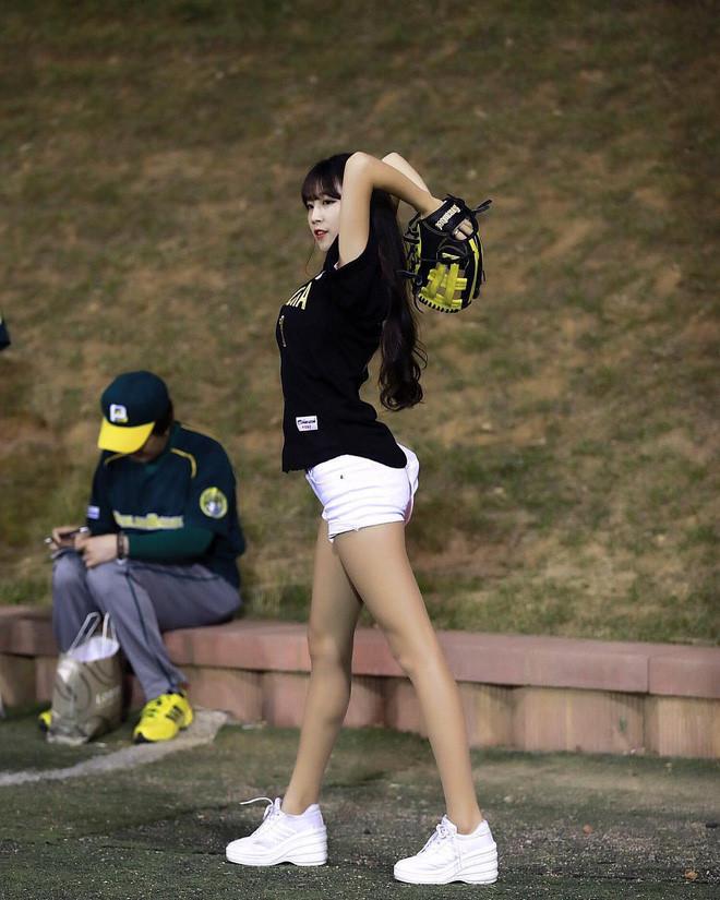 Co gai xinh dep duoc menh danh 'Seolhyun cua gioi cheerleader' hinh anh 12
