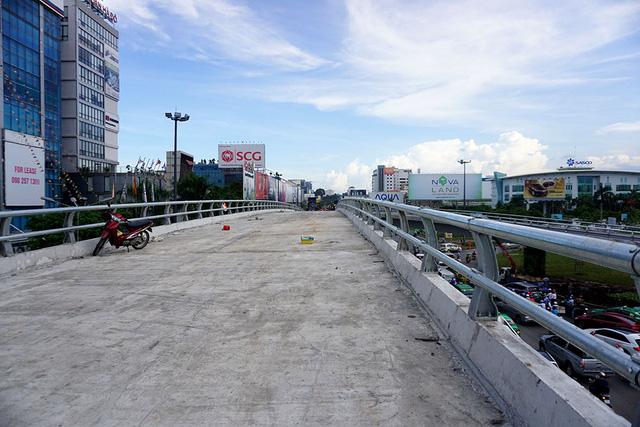 Cầu vượt chữ Y dự kiến hoàn thành tháng 8/2017. Tuy nhiên, công trình đã vượt tiến độ và dự kiến khánh thành đầu tháng 7.