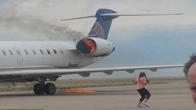 Hành khách rụng rời nhìn động cơ máy bay cháy như đuốc