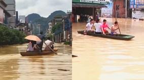 Chưa vào đỉnh điểm mùa lũ, người Trung Quốc đã chuyển sang bơi thuyền