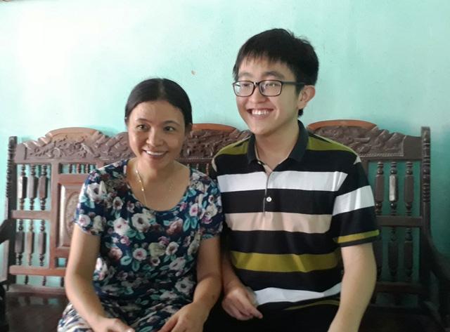 Niềm vui của gia đình Hải Đăng khi biết kết quả thi của em