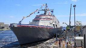 Chiến hạm 300 triệu USD của Mỹ chao đảo trên mặt nước sau hạ thủy