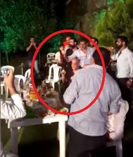 Chú rể cầm súng bắn lên trời trước khi mất kiểm soát và bắn nhầm một thợ chụp ảnh trong tiệc cưới của mình
